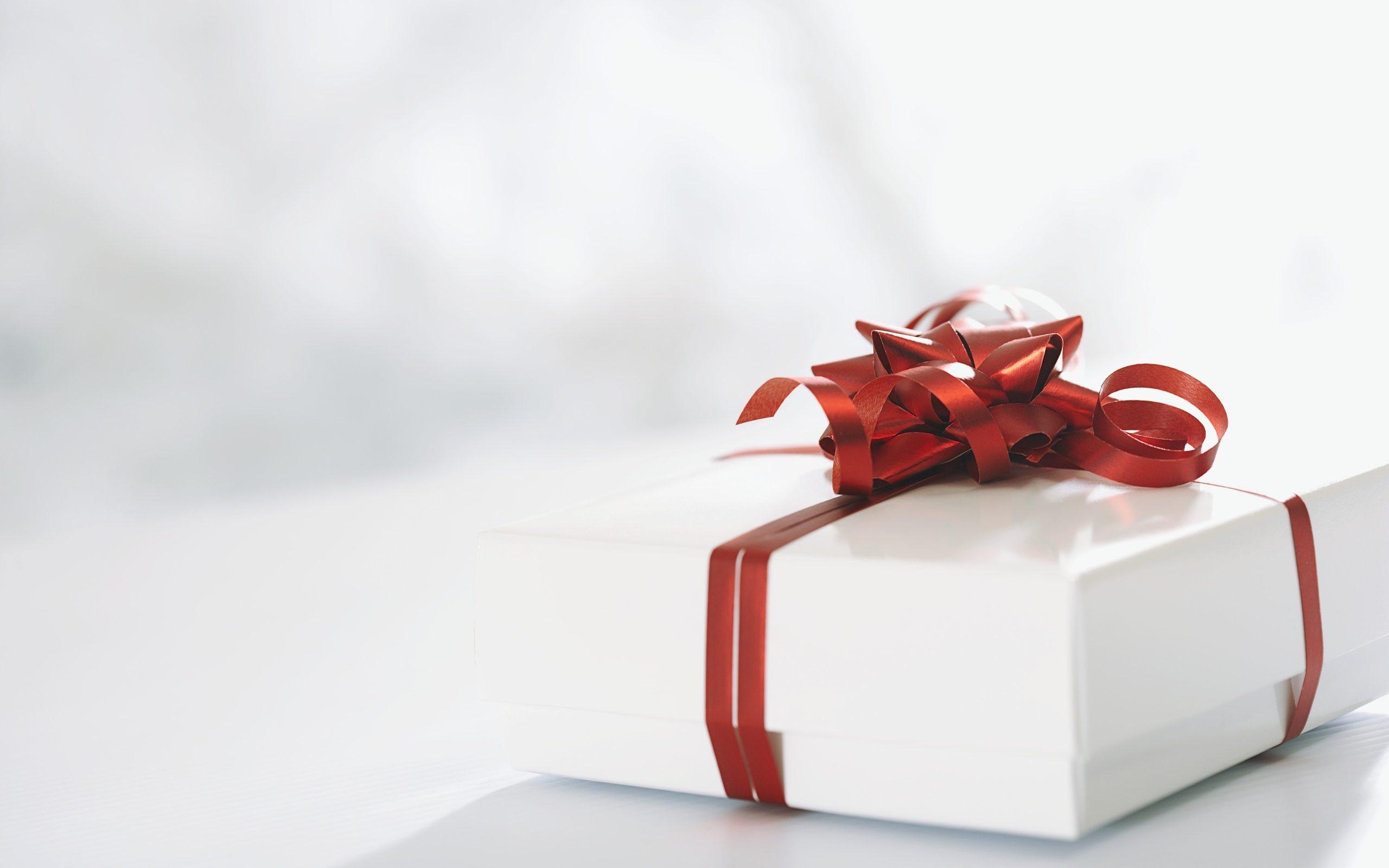 Что такое подарок и зачем их дарить? 📖