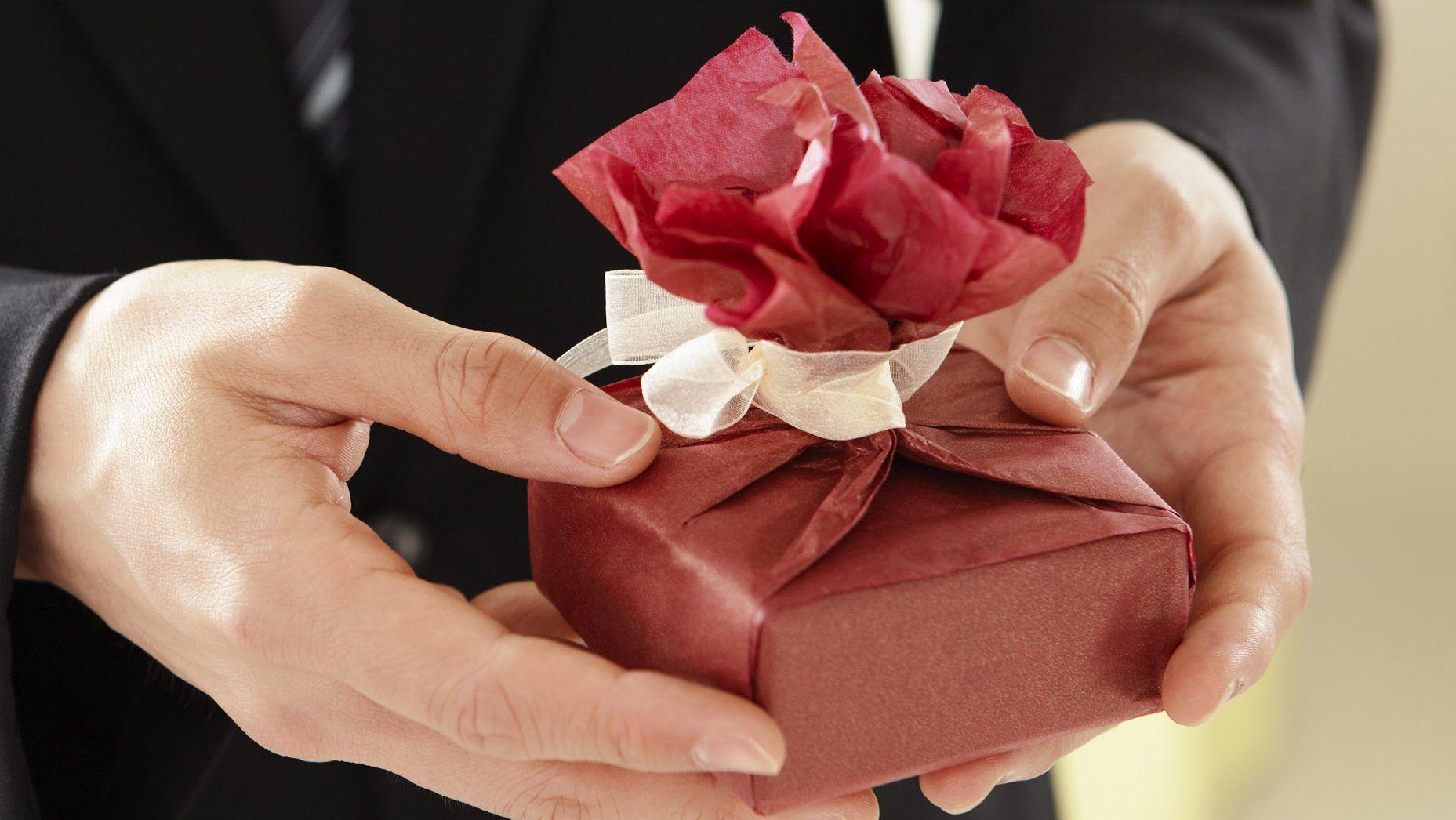 Почему и зачем дарят подарки? Почему это так важно? 📖