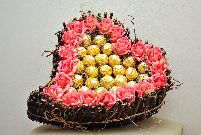 Букет из конфет ко дню рождения в Ярославле